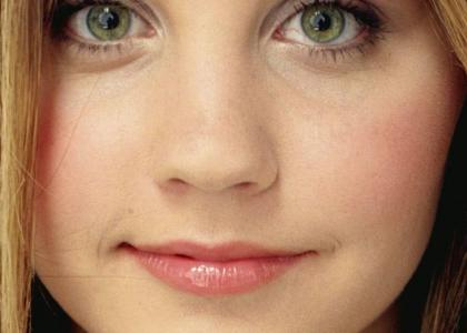Amanda Bynes' bags under eyes stare into your soul