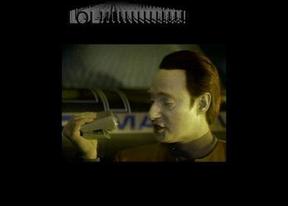 Data talks to his Tricorder (Mr Tricorder)