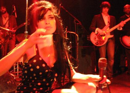 AMY WINEHOUSE DOES COKE BEFORE EVERY SHOW