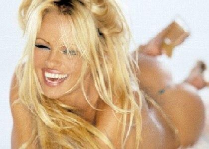 See Pamela Anderson's hot tits!